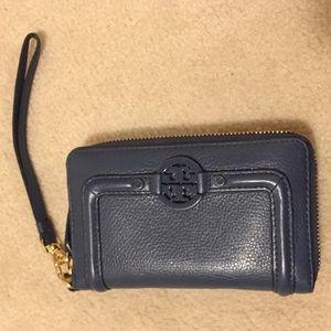 🆕EUC Tory Burch navy continental wallet wristlet